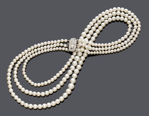NATURAL PEARL NECKLACE, ca. 1900.