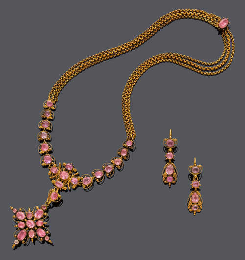 IMPERIAL TOPAZ AND GOLD NECKLACE WITH EAR PENDANTS, ca. 1840.