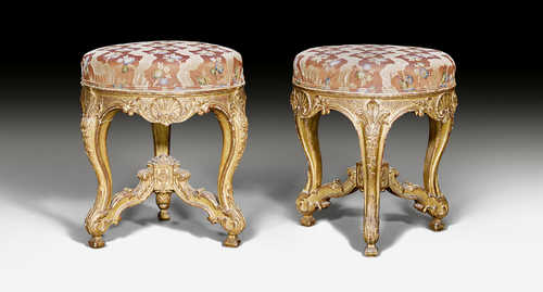 PAIR OF STOOLS,