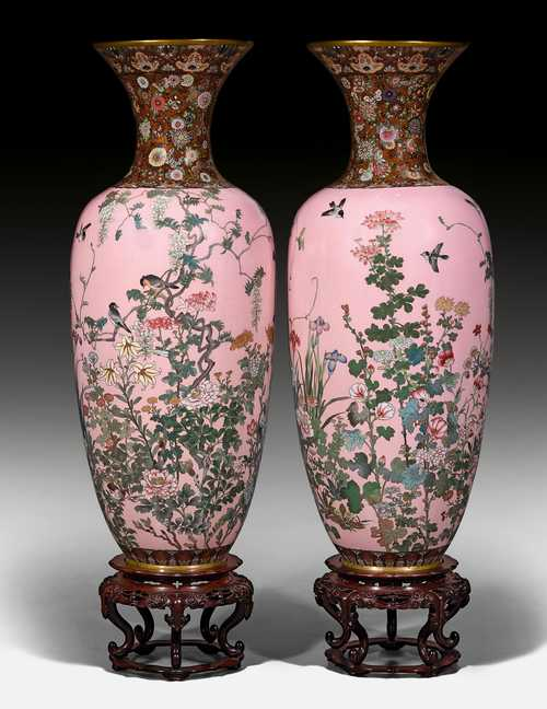 A PAIR OF LARGE CLOISONNÉ VASES ON PINK GROUND.