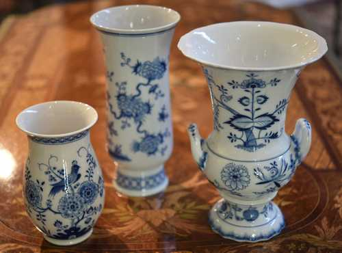 LOT OF 3 VASES WITH UNDERGLAZE BLUE DECORATION,