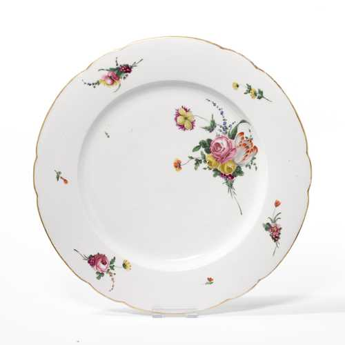 ROUND PLATTER DECORATED WITH FLOWERS,