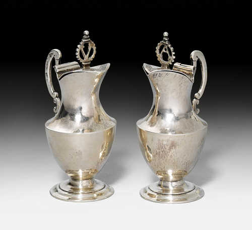 PAIR OF SMALL MASS JUGS,