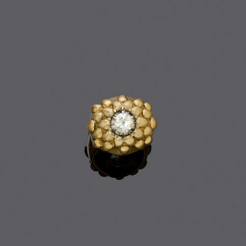 DIAMOND AND GOLD RING, ca. 1945.