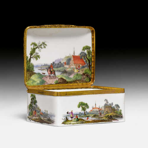 PORCELAIN SNUFF BOX,