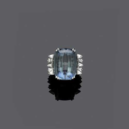 AQUAMARINE AND DIAMOND RING, ca. 1960.