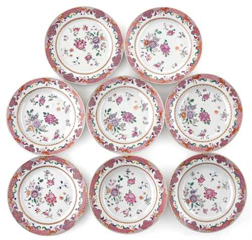 EIGHT FAMILLE ROSE PLATES.