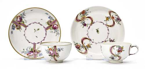 LOT COMPRISING A CUP AND DISH WITH SAUCERS