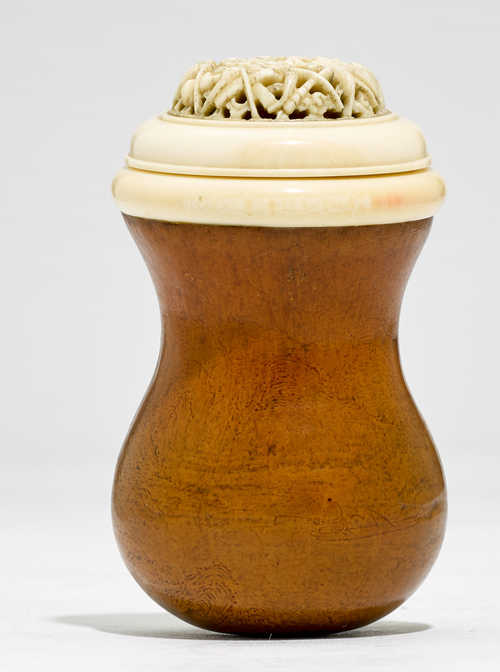 A CRICKET CAGE OF IVORY AND GOURD.