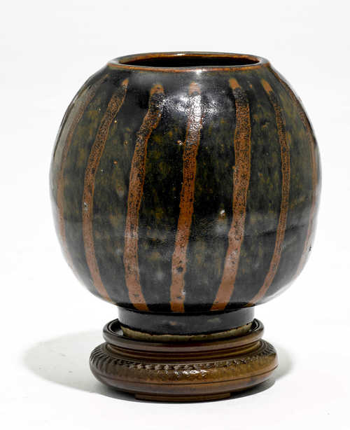 A BLACK-GLAZED OVOID JAR.