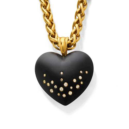 ONYX, DIAMOND AND GOLD PENDANT WITH CHAIN.