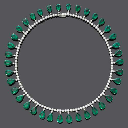EMERALD AND DIAMOND NECKLACE.