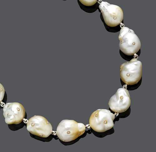 PEARL AND DIAMOND NECKLACE.