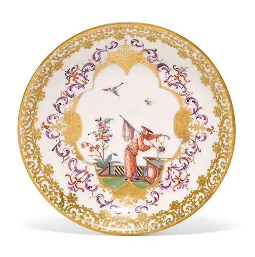 SAUCER WITH CHINOISERIE DECORATION,