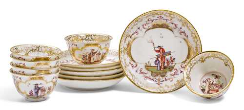 SIX TEA BOWLS AND SAUCERS WITH CHINOISERIE DECORATION,