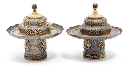 A PAIR OF PARCEL-GILT SILVER TEA CUP STANDS AND COVERS.