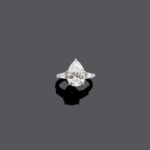 DIAMOND RING, ca. 1960.