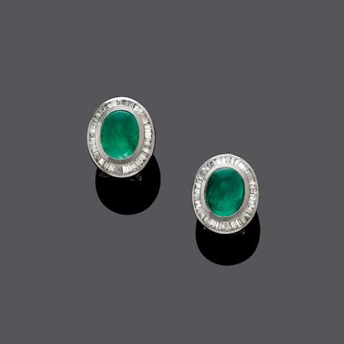EMERALD AND DIAMOND EARCLIPS, ca. 1980.