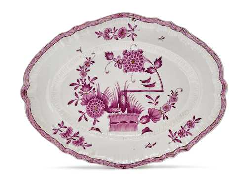 AN OVAL PLATTER WITH HEDGE PATTERN