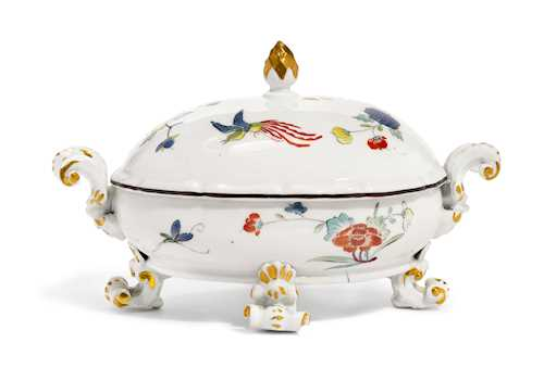 SMALL OVAL TUREEN WITH KAKIEMON DECORATION
