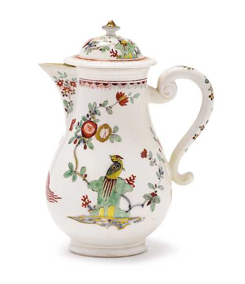 A SMALL COFFEE POT WITH RARE KAKIEMON DECORATION