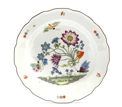 A PLATE WITH 'BIENENMUSTER' PATTERN
