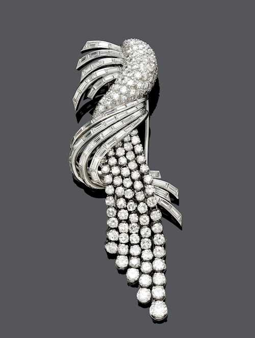 DIAMOND CLIP BROOCH, ca. 1950.