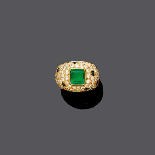 EMERALD, DIAMOND AND SAPPHIRE RING.