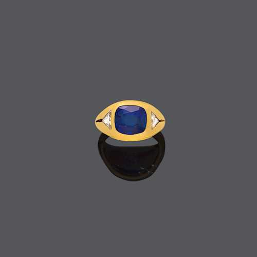 KASHMIR SAPPHIRE AND DIAMOND RING.