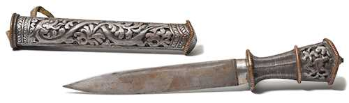 AN IRON DAGGER (DUGTHI) WITH COPPER DETAILS.