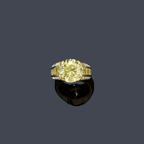 FANCY DIAMOND RING, HEMMERLE.
