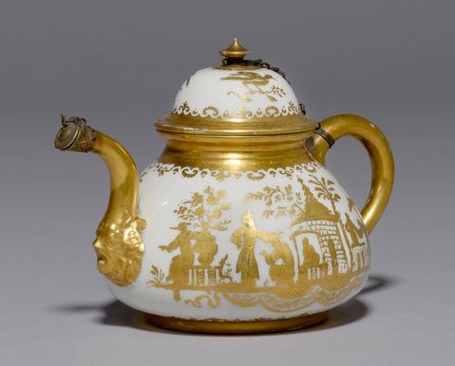 teekanne mit augsburger goldchinesen dekor meissen um 1725. Black Bedroom Furniture Sets. Home Design Ideas
