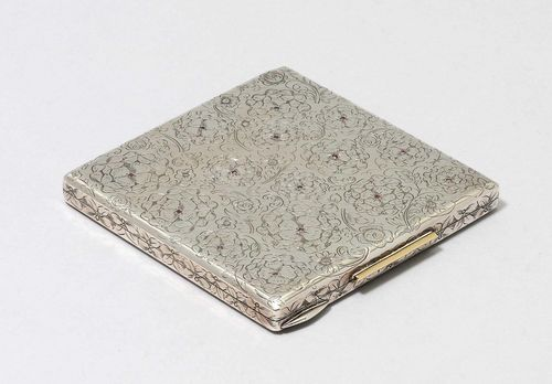 CIGARETTE CASE, unmarked. Square case, engraved with flowers all around, the cover additionally decorated with red gemstones. The inside with a mirror. 9.5 x 9.5 cm.