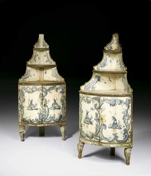 PAIR OF PAINTED ENCOIGNURES, Louis XV, Genoa circa 1760. Moulded wood, painted on all sides, with figural scenes and grotesques in 2 blue tones on light beige ground. Double door at the front with 2 ledges of different sizes. Requires restoration. 60x45x142 cm. Provenance: - Acquired in the 1980s at Sotheby's London. - Private collection, Switzerland