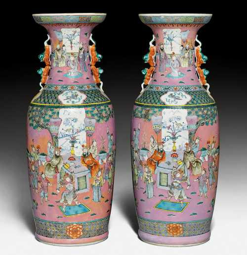 A PAIR OF LARGE FAMILLE ROSE VASES.