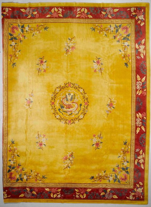 CHINA TUFT old.Yellow central field with a central medallion, florally patterned, red edging with floral motifs, slightly fragile, 381x442 cm.