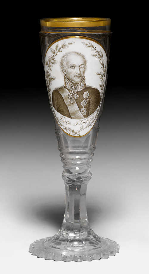 RARE EMPIRE GLASS WITH A PORTRAIT MEDALLION OF THE RUSSIAN GENERAL COUNT M. I. PLATOV,