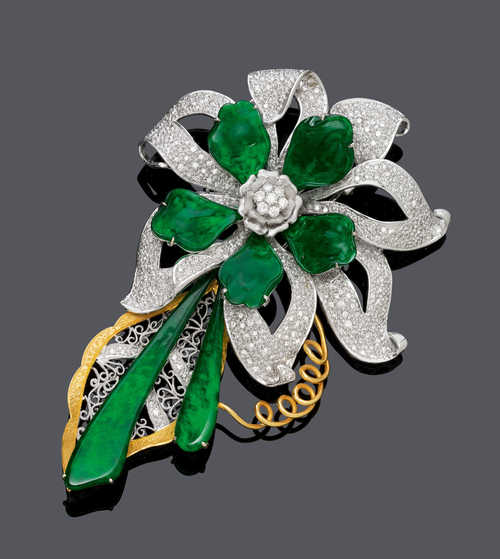 JADEITE AND DIAMOND CLIP BROOCH.