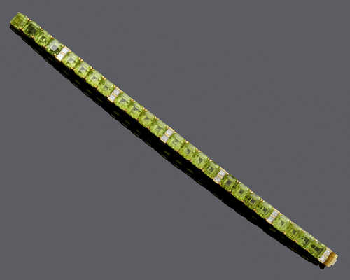 PERIDOT AND DIAMOND BRACELET, ca. 1980.