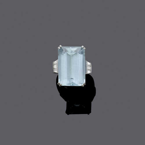 AQUAMARINE AND DIAMOND RING, ca. 1970.