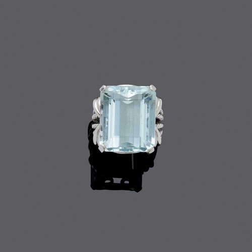 AQUAMARINE AND GOLD RING, ca. 1960.