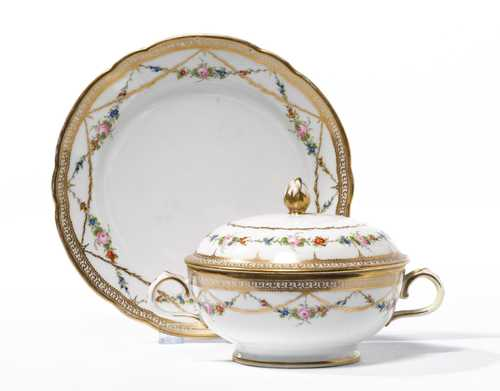ECUELLE AND SAUCER,