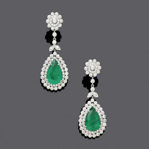 EMERALD AND DIAMOND EAR PENDANTS.