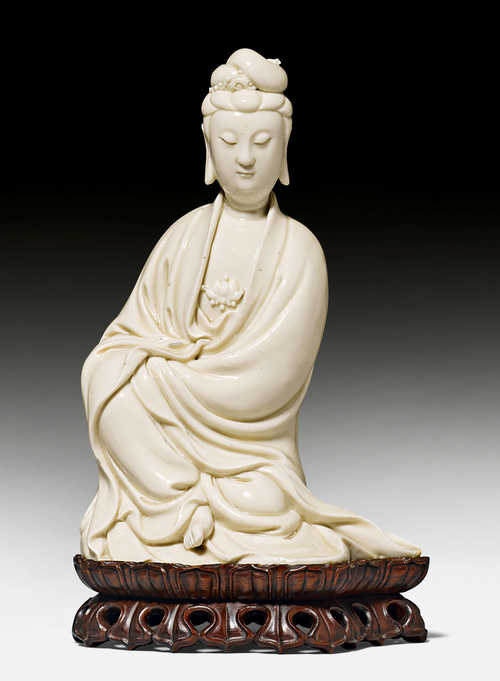 A DEHUA FIGURE OF THE SEATED BODHISATTVA GUANYIN.