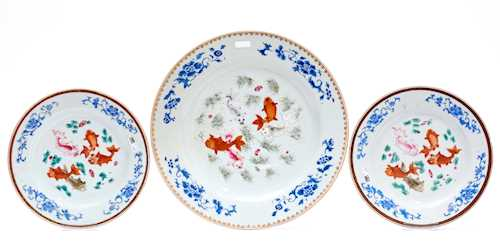 ONE LARGE AND TWO SMALL FAMILLE ROSE DISHES.
