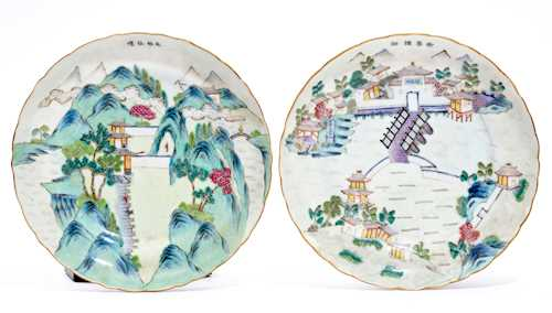 TWO FAMILLE ROSE ROUND DISHES.