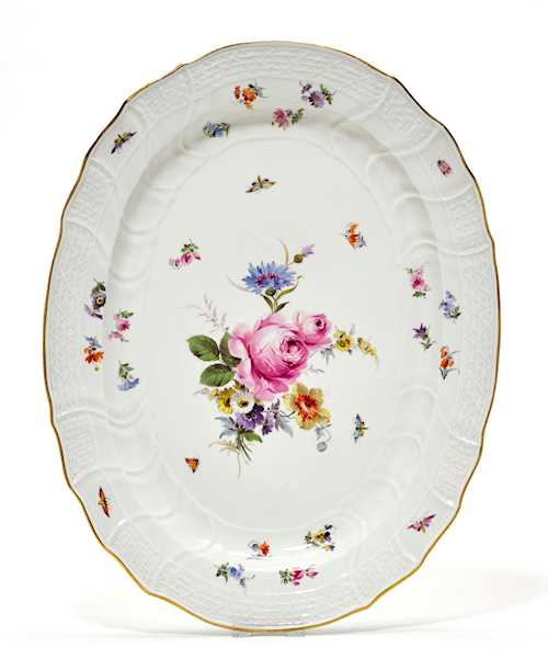 "AN OVAL PLATTER WITH ""NEUBRANDENSTEIN-RELIEF"" AND FLOWER DECORATION,"