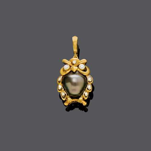 PEARL AND DIAMOND PENDANT.