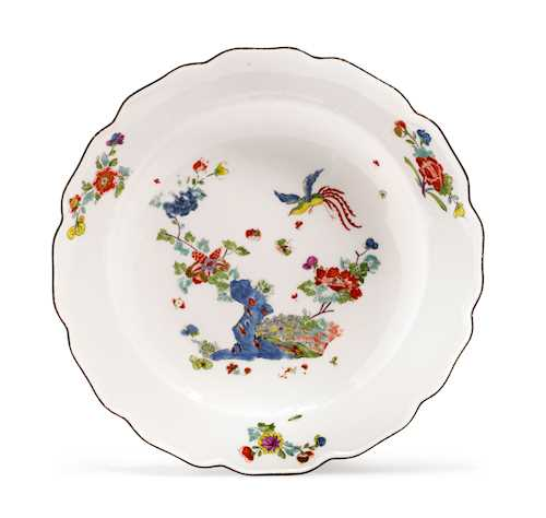 PLATE WITH KAKIEMON DECORATION