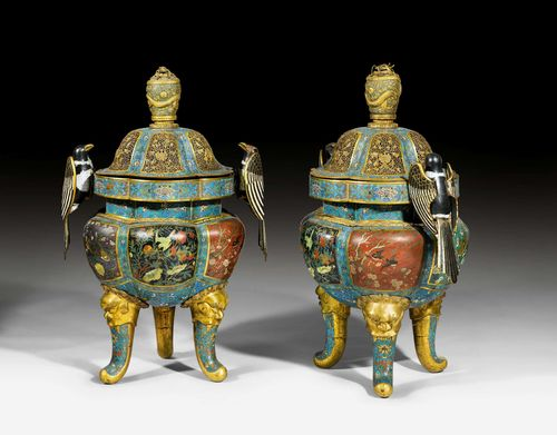 A PAIR OF MONUMENTAL CLOISONNE ENAMEL TRIPOD CENSERS WITH MAGPIE HANDLES. China, Qianlong, height 105 cm. Some damages.